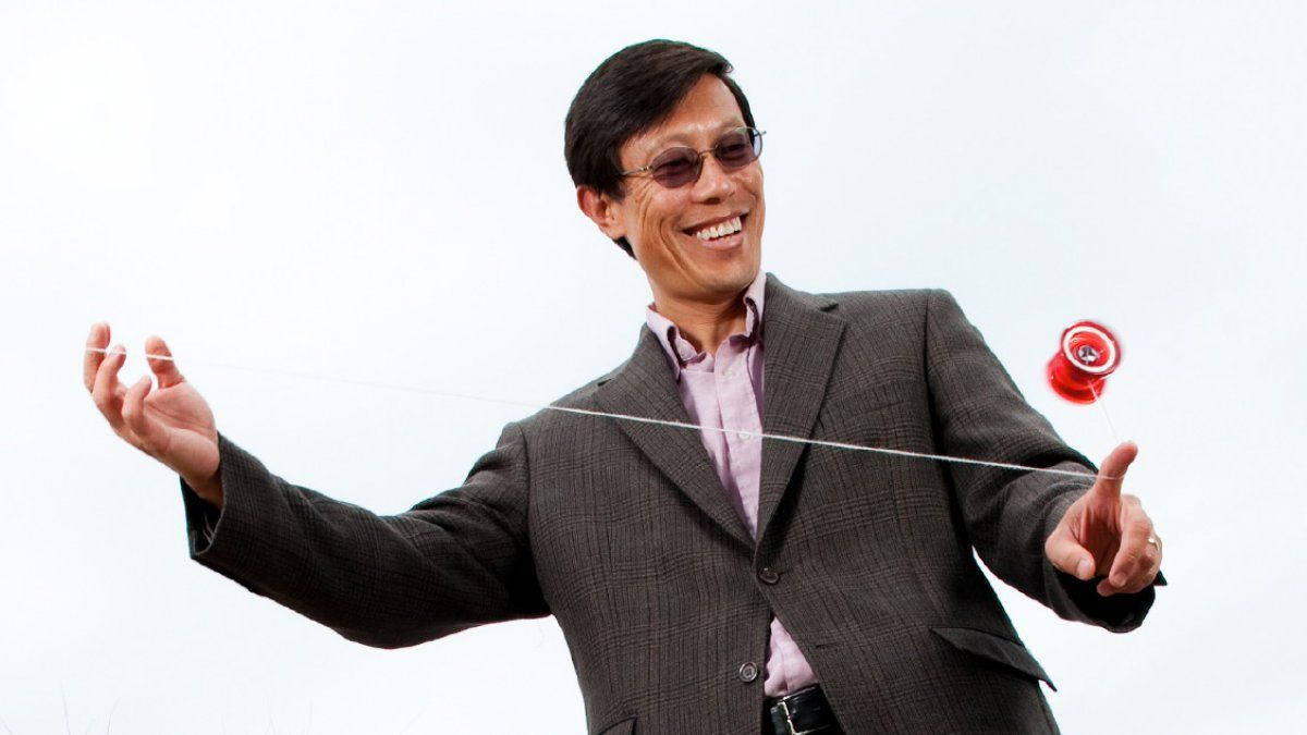 Dr. John Wu plays with a yo-yo.