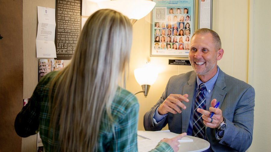 OSV Director Nick Wolf meets with a student and offers resume and interviewing advice.