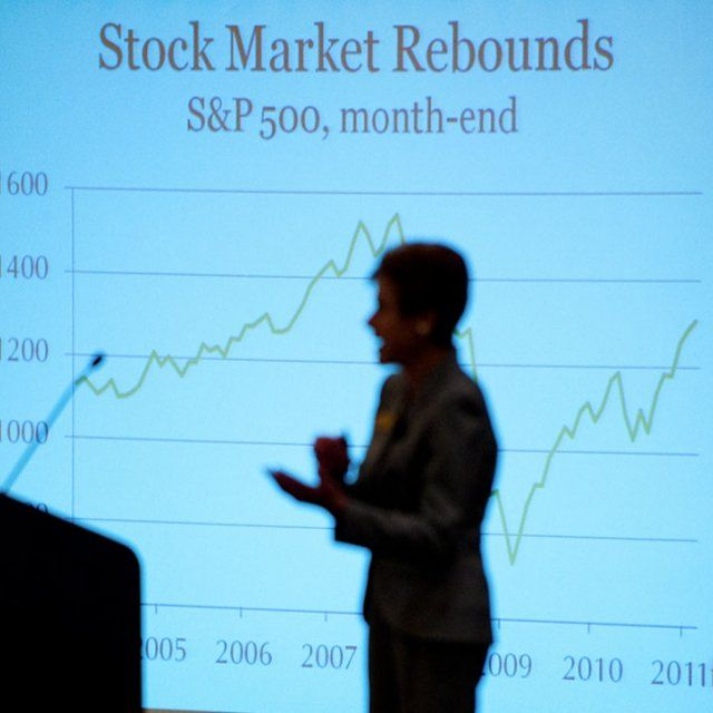 Chief Economist Lynn Reaser gives a presentation on stock market rebounds at a Fermanian Business and Economic Institute event