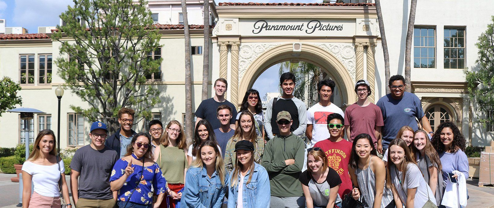 A media communication class poses for a photo in front of Paramount Studios during a class trip.
